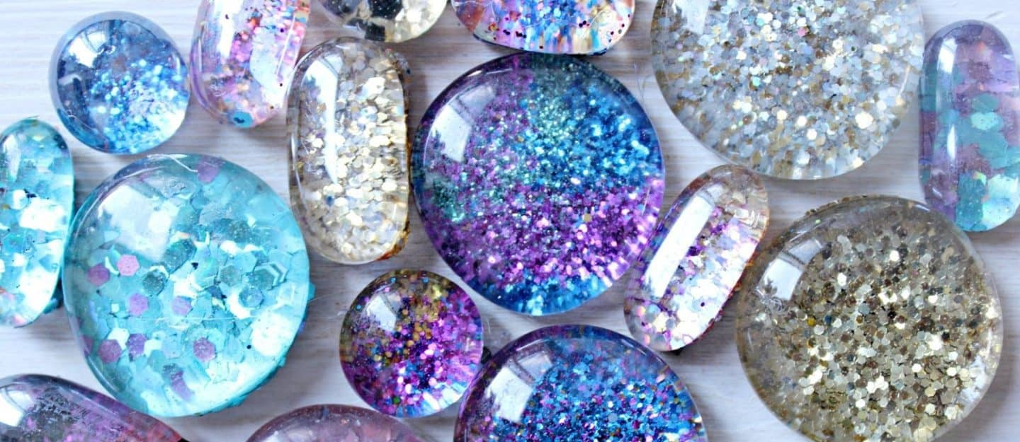 Glitter magnets are easy to make and beautiful pieces to adorn your fridge or room.